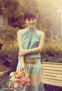PS调出公园美女图片的柔和古典橙黄色调