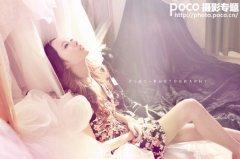 PS调出室内美女照片的朦胧淡紫色调