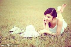 PS调出柔和的粉黄色调草地上美女照片