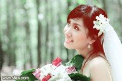 photoshop调出柔美淡绿色调夏日外景美女