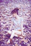 PS调出草地美女图片的淡调蓝紫色