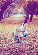 PS调出漂亮橙紫色树林写真美女图片