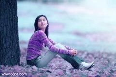 Photoshop调出草地上人物图片的梦幻青紫色调