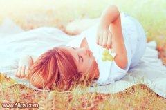 photoshop调出草地美女图片的梦幻淡红色调