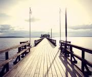 阳光下的海岛长桥壁纸