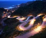 公路夜景.夜色中绚丽的盘山公路