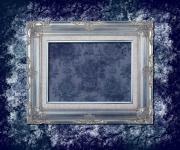 蓝色花纹背景的古典相框